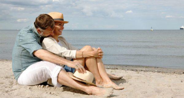 Paar am Strand Travemünde