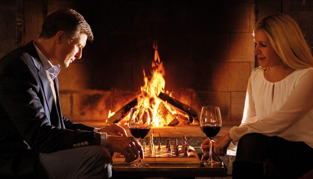 A-ROSA Kitzbühel Paar spielt Schach