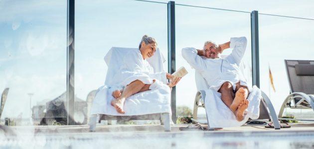 aja Travemünde Paar am Pool